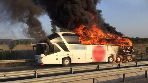 Manisa'da bir yolcu otobüsünde yangın - Sputnik Türkiye