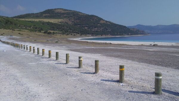 Salda Gölü ve çevresine ahşap bariyer sistemi kuruldu - Sputnik Türkiye