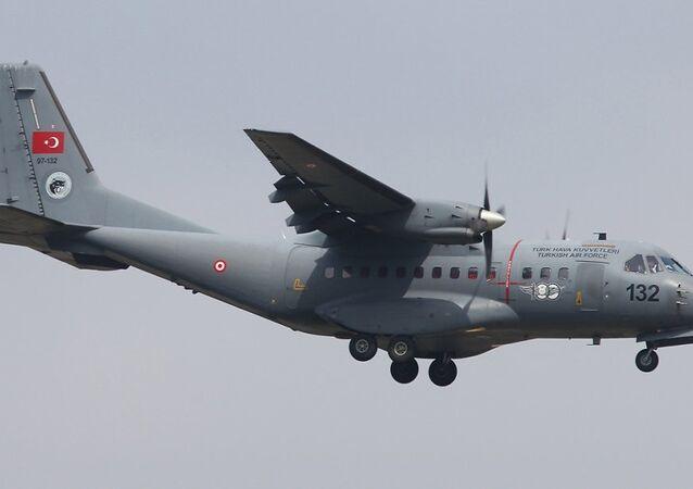 Türk CN-235 uçağı