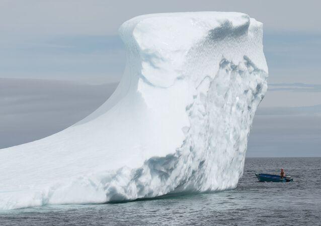 """Kanada'nın Newfoundland and Labrador bölgelerinin sahilleri """"buzdağı vadisi"""" olarak biliniyor."""