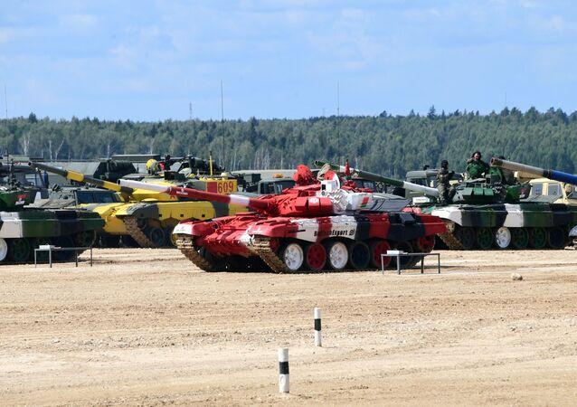 Moskova bölgesinde düzenlenen Uluslararası Ordu Oyunları Army-2019 kapsamında yapılan  tank biatlonu yarışmasının katılımcıları.