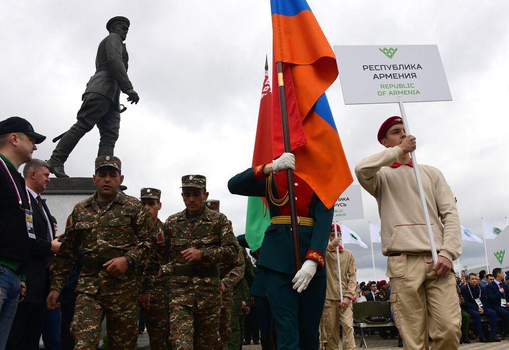 Rusya Savunma Bakanlığı'ndan verilen bilgiye göre ArMY-2019'a 39 ülkeden 223 takım katılıyor.