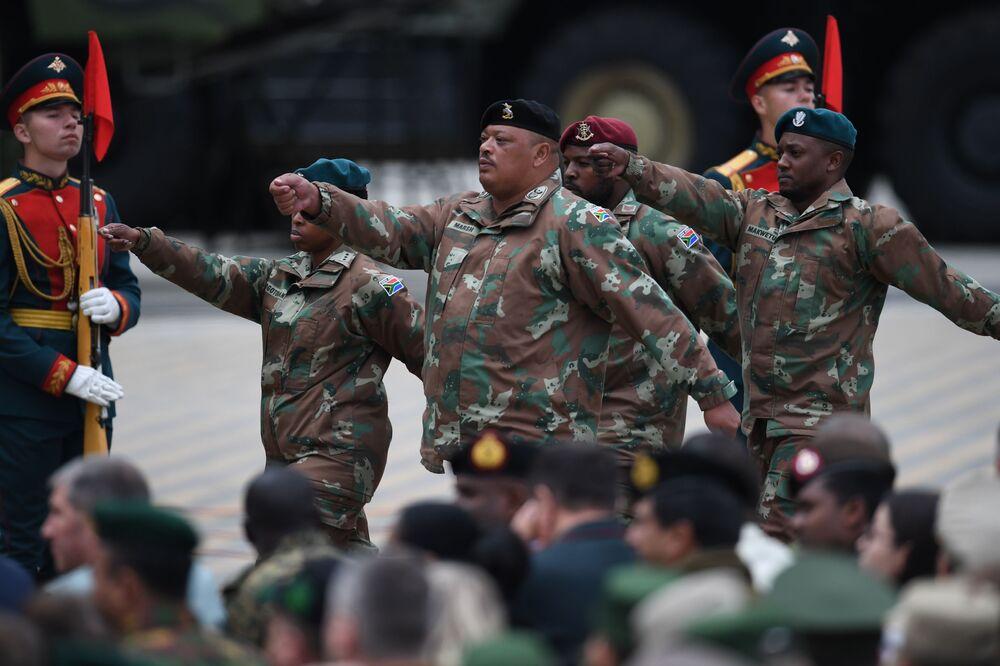 Army-2019 açılış törenine katılan Güney Afrika Cumhuriyeti askerleri.
