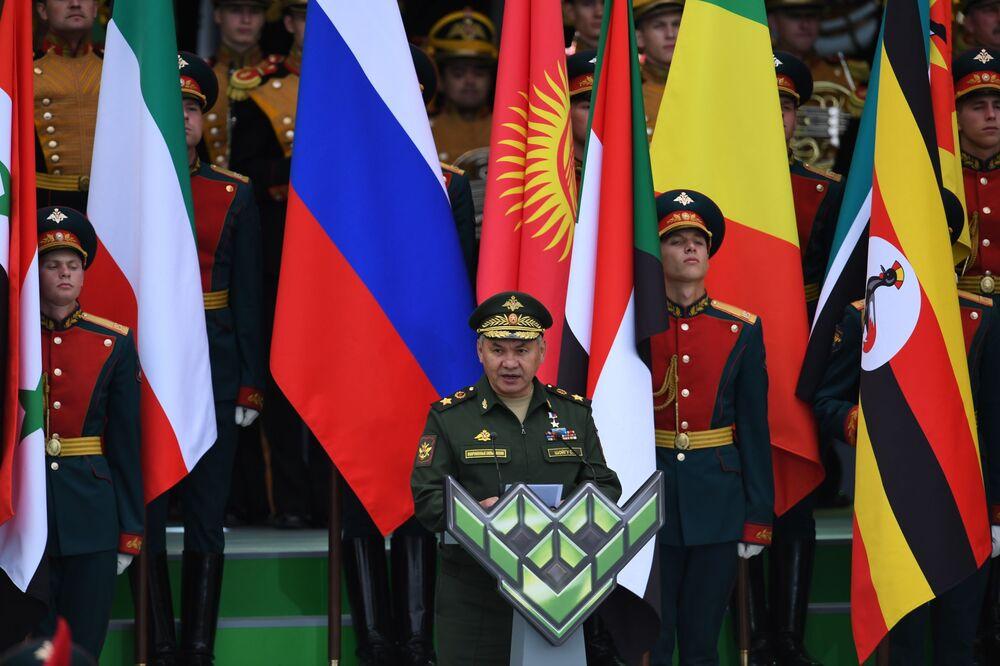Moskova bölgesinde düzenlenen ve  39 ülkeden yarışmacı askerin yer aldığı Uluslararası Ordu Oyunları Army-2019'un açılış konuşmasını yapan  Rusya Savunma Bakanı Orgeneral  Sergey Şoygu, tüm katılımcılara başarılar diledi.