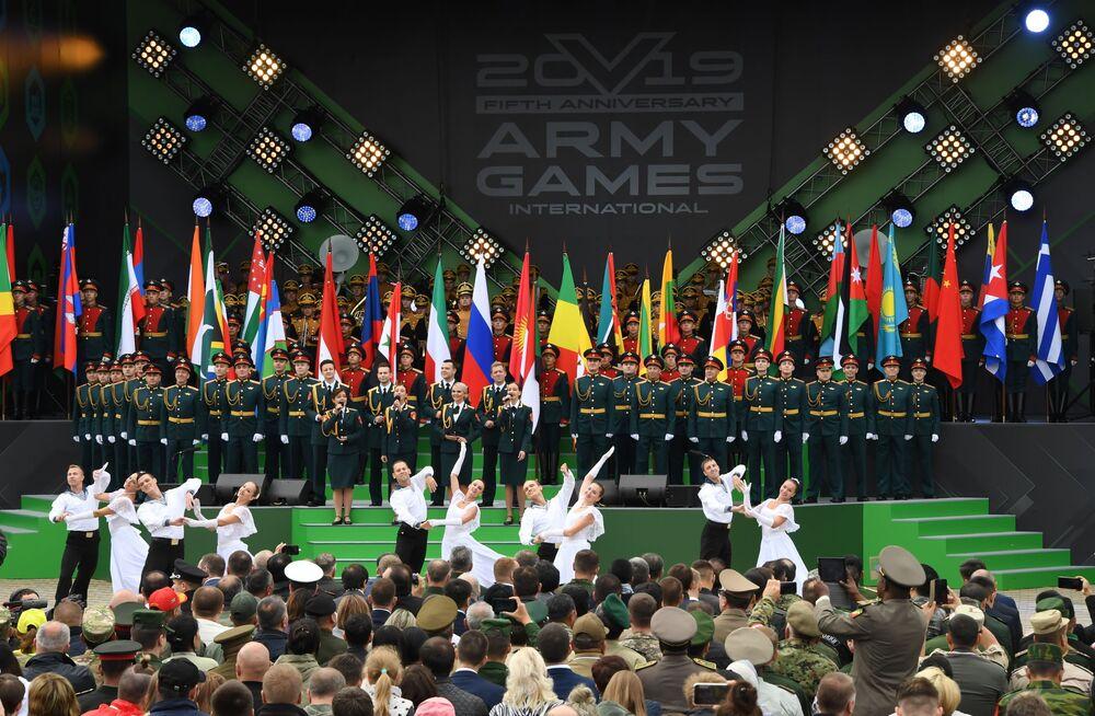 Rusya'nın  bu yıl 5. kez  düzenlediği Uluslararası Ordu Oyunları Army-2019 açılış töreninden bir kare.