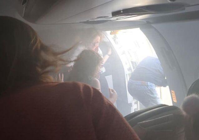 British Airways'e ait yolcu uçağı kabini duman dolması sonrası Valensiya'ya acil iniş yaptı.