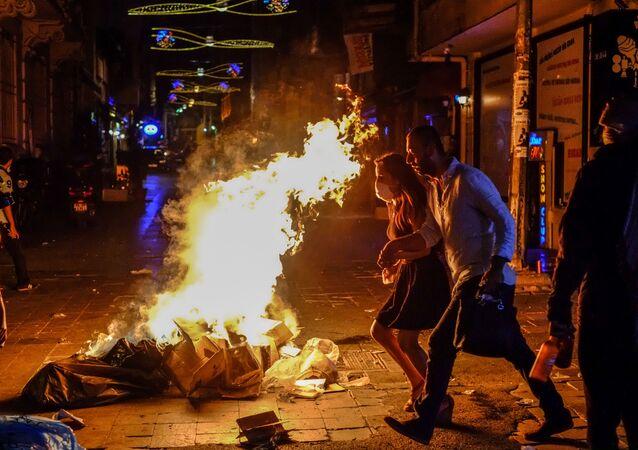Gezi Parkı eylemlerinin yapıldığı dönemde İstiklal'de çekilen bir kare.
