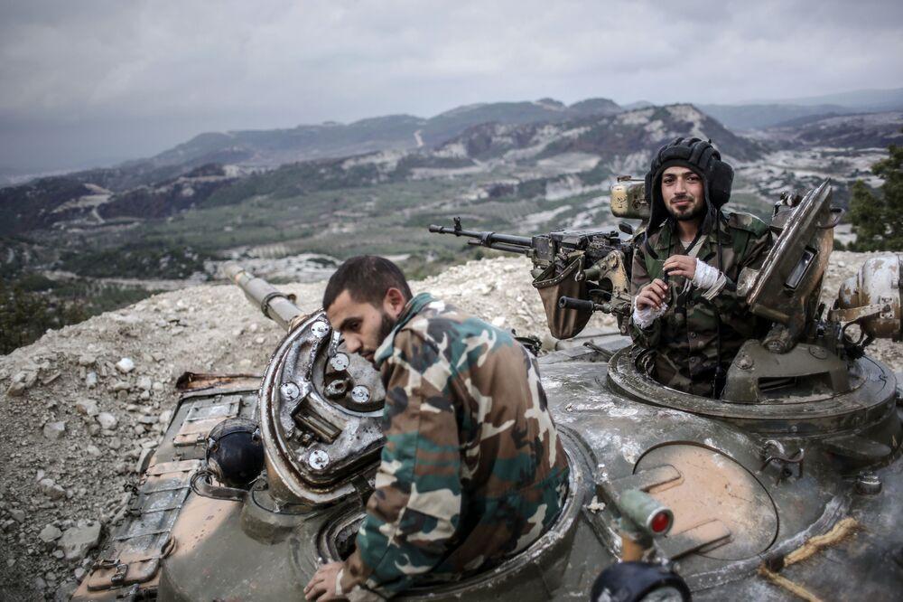 Suriye'nin Lazkiye bölgesinde konuşlandırılan Suriye askerleri.