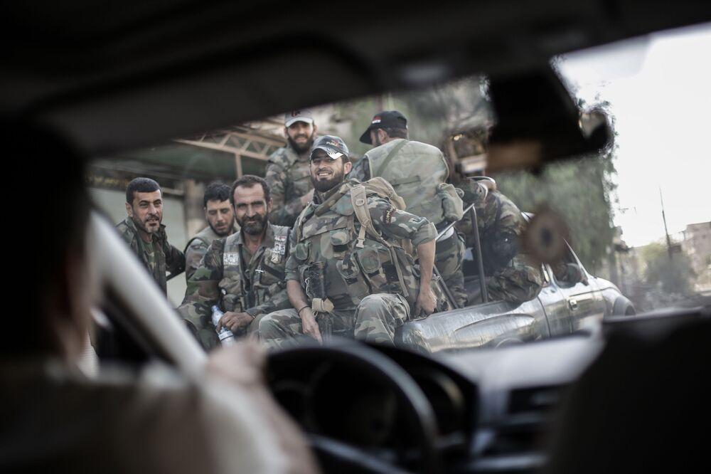 Suriye'nin Guta kentindeki askerler.