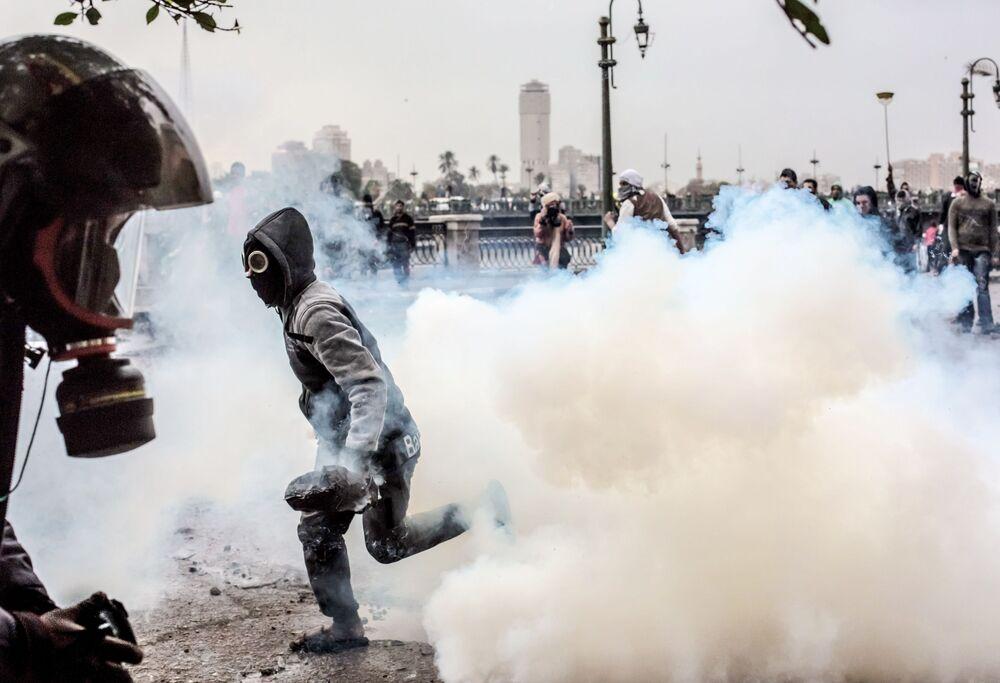 Mısır'ın başkenti Kahire'deki Tahrir Meydanı'nda protestocular ile polis arasında yaşanan çatışmalar.