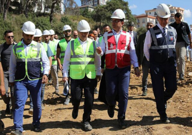 İstanbul Büyükşehir Belediye Başkanı Ekrem İmamoğlu, Tuzla'da ıslah çalışması devam eden Hacet Deresi'nin yaşam vadisi projesine dönüştürülmesi kararı sonrası yapılan çalışmaları yerinde inceledi.