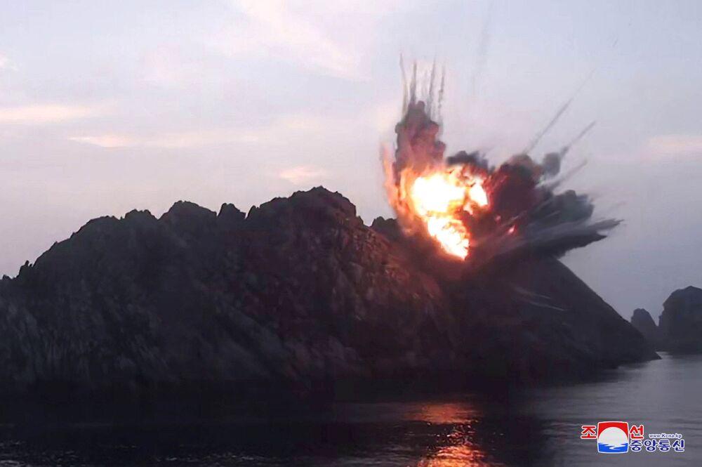 Kuzey Kore'nin füze denemesi, Pazartesi günü başlayan Güney Kore-ABD ortak tatbikatına tepki olarak yorumlandı.