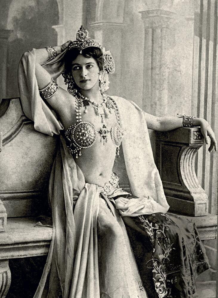 Asıl ismi Margaretha Geetruide Zelle olan Mata Hari, 1876 yılında Hollandalı bir işadamının kızı olarak doğdu.