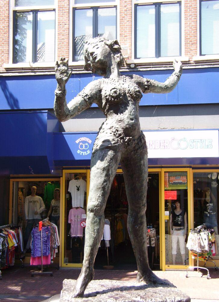 Hollanda'nın Leeuwarden kentindeki Mata Hari heykeli.