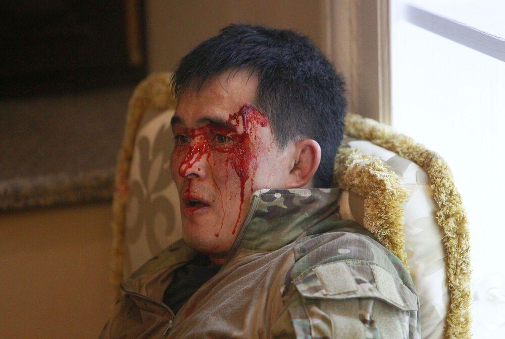 Kırgızistan Sağlık Bakanlığı'nın verdiği bilgiye göre, şiddet olaylarında yaralanan sayısı 45'e çıktı. Aralarından 15'inin kolluk kuvvetleri temsilcisi olduğu kaydedildi.