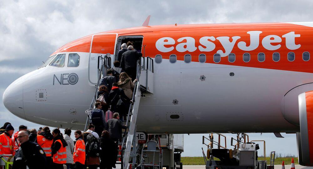 FILE PHOTO: Passengers board an easyJet plane at Nantes-Atlantique airport in Bouguenais near Nantes, France, April 4, 2019. REUTERS/Stephane Mahe/File Photo