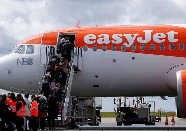 FILE PHOTO: Passengers board an easyJet plane at Nantes-Atlantique airport in Bouguenais near Nantes, France, April 4, 2019. REUTERS/Stephane Mahe/File Photo