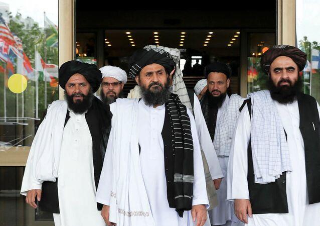 Taliban'ın Katar'daki siyasi ofisinin şefi Molla Birader Ahund ve Taliban müzakere heyeti