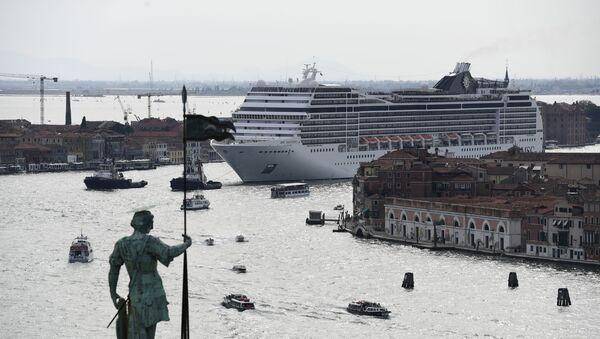 Dev yolcu gemilerinin Venedik'e girişi yasaklanıyor - Sputnik Türkiye