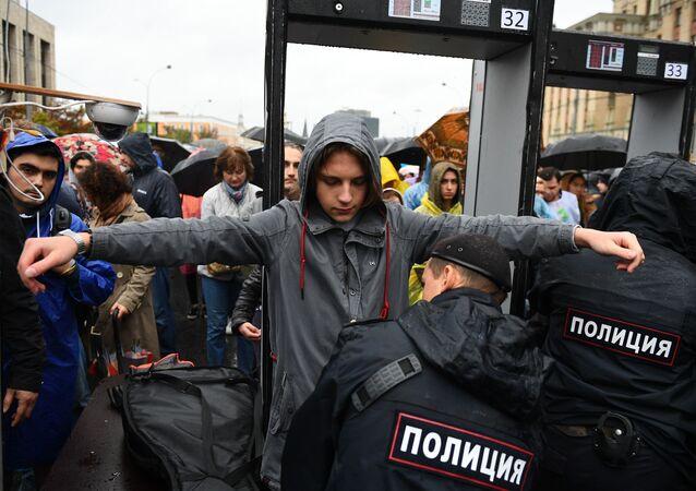 Moskova'da Kent Meclisi seçimlerine bağımsız adayların alınmasına yönelik düzenlenen izinli gösteri