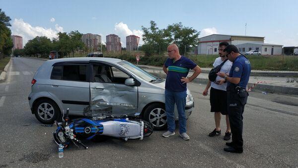 Hastaneden dönen motosiklet hastaneye giden otomobille çarpıştı - Sputnik Türkiye