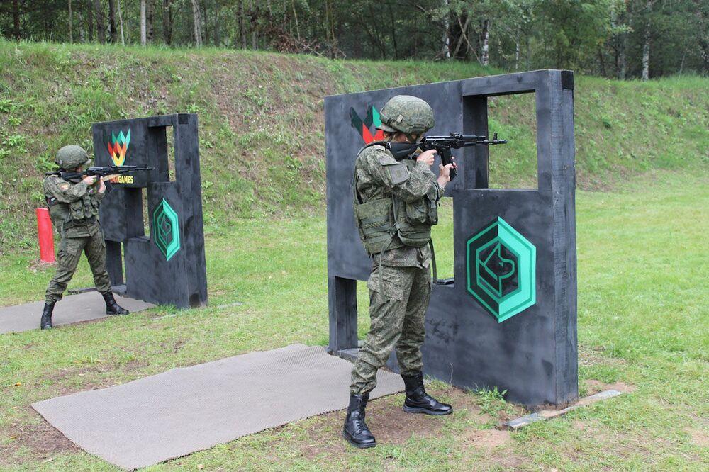 Uluslararası Ordu Oyunları Army-2019 kapsamında atış poligonunda  düzenlenen yarışmanın kadın katılımcıları.