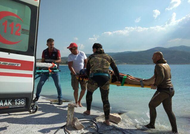 Salda Gölü'nde bir kişi boğularak yaşamını yitirdi