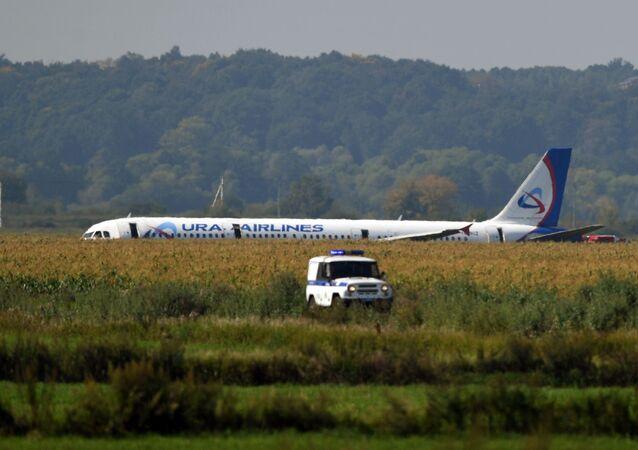Rus Acil Durum Bakanlığı yetkilileri, uçağın motorunun kalkış henüz tamamlanmadan alev aldığını söyledi.