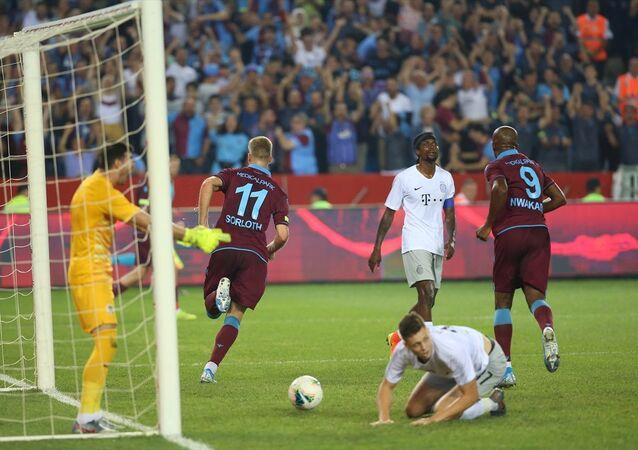 Trabzonspor, UEFA Avrupa Ligi 3. eleme turunda 2-2 biten ilk maçın rövanşında sahasında Sparta Prag'ı 2-1 yenerek play-off turuna yükseldi.