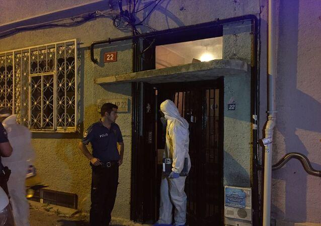 Kadıköy'de komşuların kötü koku ihbarı üzerine dört aylık ceset bulundu