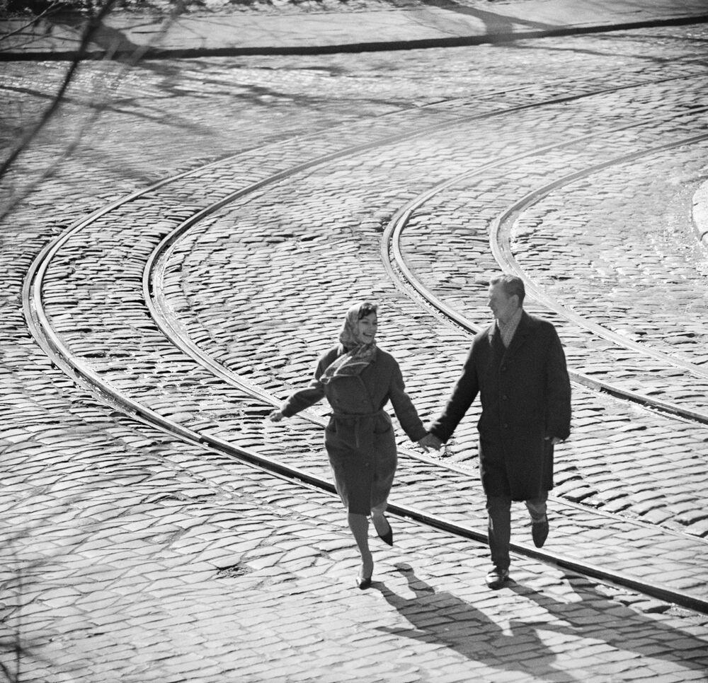 Sokakta yürüyen sevgililer, 1968.
