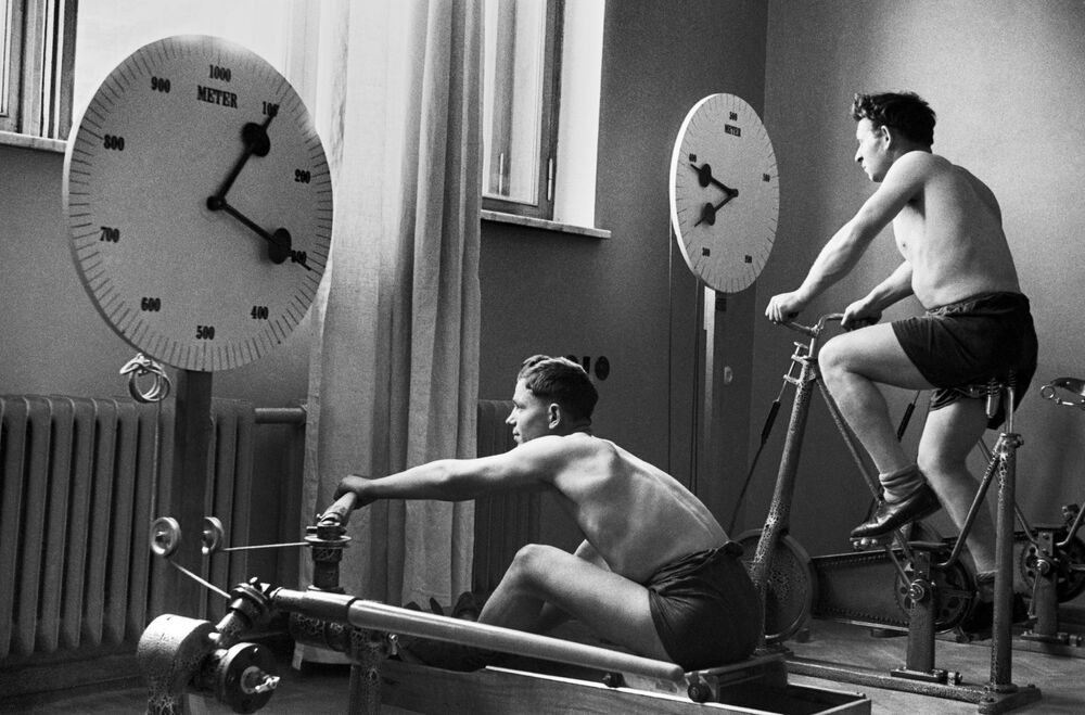 Kislovodsk'taki sanatoryumda spor yapan tatilciler, 1940