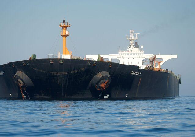 Cebelitarık'ta demirli İran petrol tankeri Grace 1
