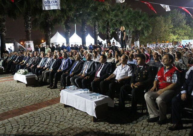 17 Ağustos 1999 Gölcük Depremi'nde hayatını kaybedenler, Kocaeli'nin Gölcük ilçesinde düzenlenen törenle anıldı.