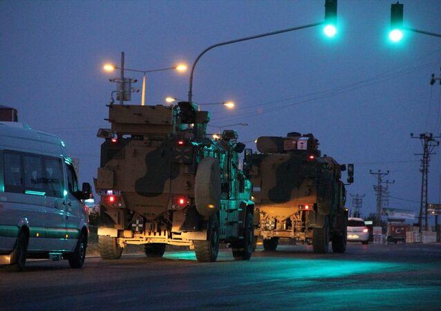 Türkiye'deki farklı birliklerden gönderilen komandoları taşıyan zırhlı araçlardan oluşan konvoy, Hatay'a ulaştı.