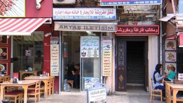 İstanbul Aksaray'da yine birçok tabela Arapça - Sputnik Türkiye