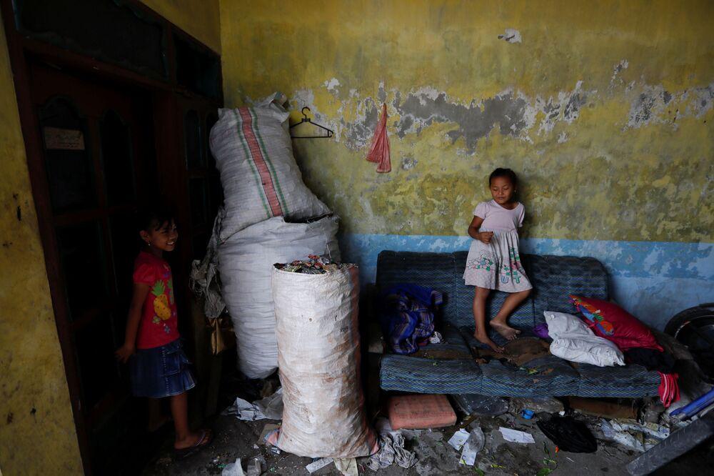 Atık ayırmada elde edilen para,  köylüleri hacca gönderme gibi faaliyetlerde kullanılıyor.