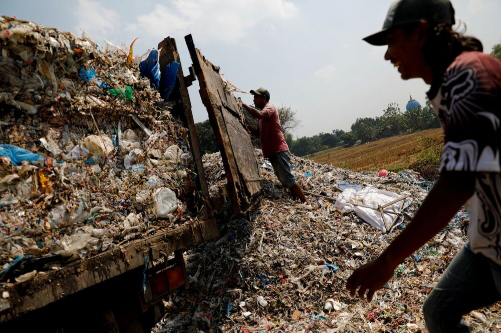 Çevreci Ecoton grubu tarafından yapılan araştırma, mikro plastiklerin Bangun köyü ve bölgedeki 5 milyondan fazla insan tarafından içme suyu kaynağı olarak kullanılan Brantas Nehri'nde yer altı suyunu kirlettiğini tespit etti.