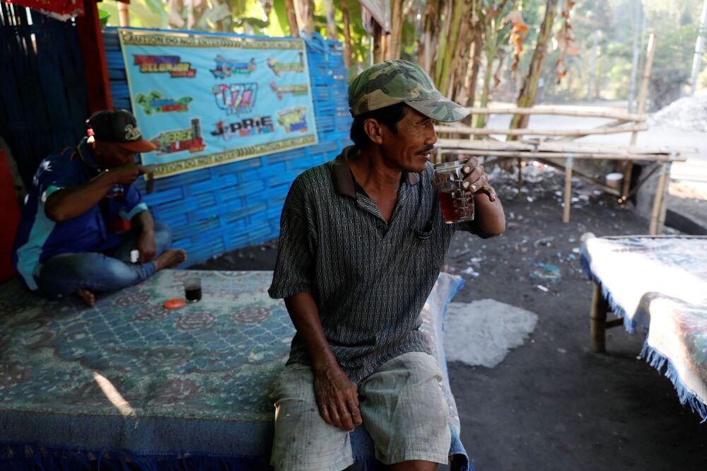 Bangun köyü sakinlerinden Salam,  geri dönüşüm işinin kendisine çocukların eğitiminin yanında bir ev ve hayvan almasını sağlayacak para getirdiğini söyledi.