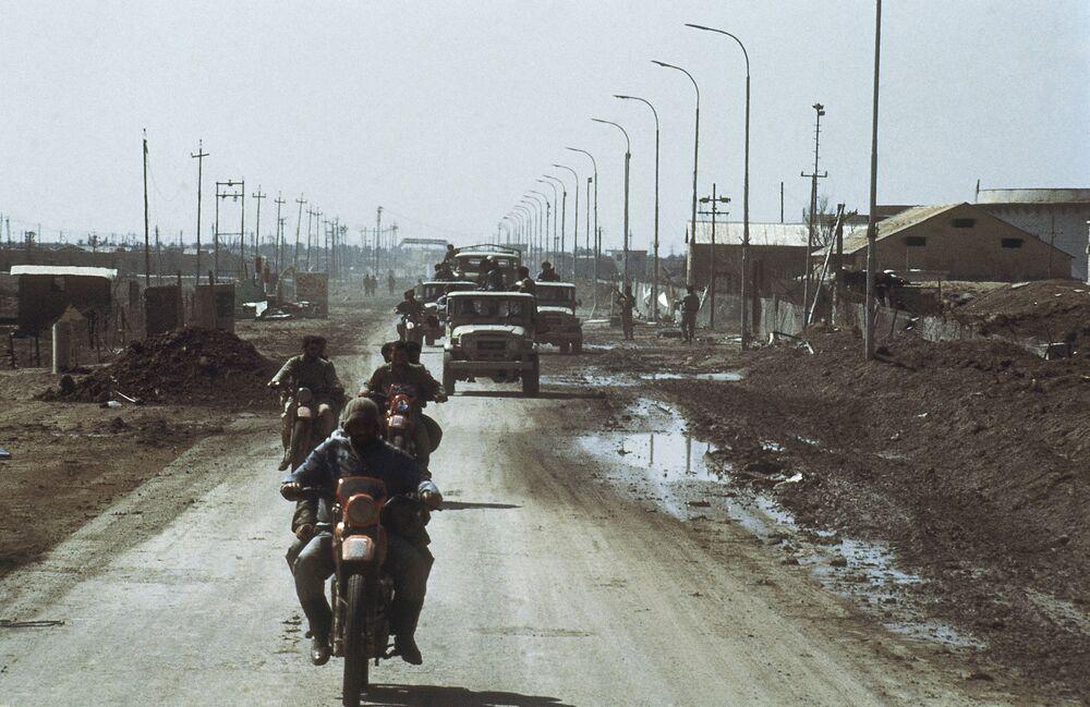 İranlı askerler, ele geçirdikleri Irak'taki Faw petrol limanında, Şubat 1986