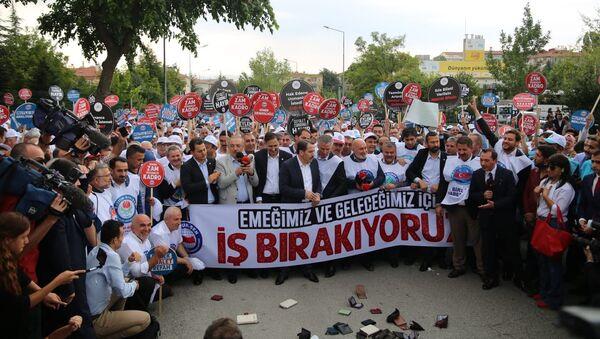 Memur-Sen'den bakanlık önünde boş cüzdan eylemi - Sputnik Türkiye