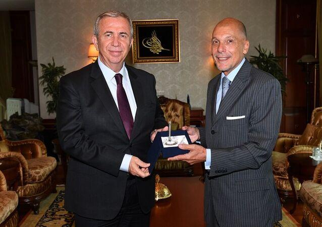 Ankara Büyükşehir Belediye Başkanı Mansur Yavaş ve  Arjantin Cumhuriyeti Büyükelçisi Jorge Alejandro Mastropietro
