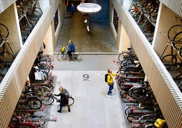Dünyanın en büyük bisiklet parkı-Hollanda