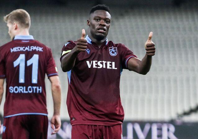 UEFA Avrupa Ligi play-off turu ilk maçında Trabzonspor, Yunanistan temsilcisi AEK ile OAKA Spyros Louis Stadı'nda karşılaştı. Trabzonspor oyuncusu Caleb Ekuban (fotoğrafta) golden sonra sevinç yaşadı.