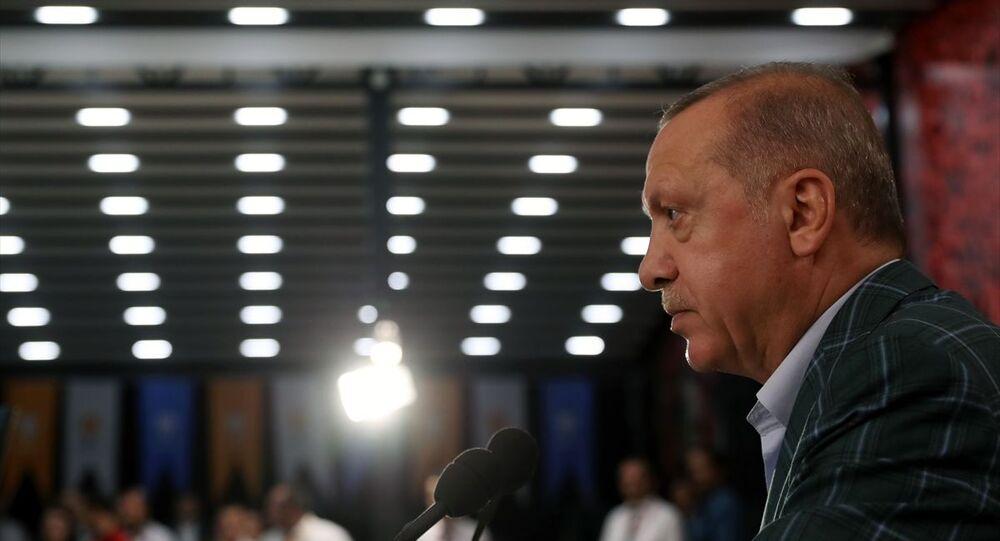 Türkiye Cumhurbaşkanı ve AK Parti Genel Başkanı Recep Tayyip Erdoğan, Rize'de AK Parti İl Başkanlığının akşam yemeğine katılarak konuşma yaptı.