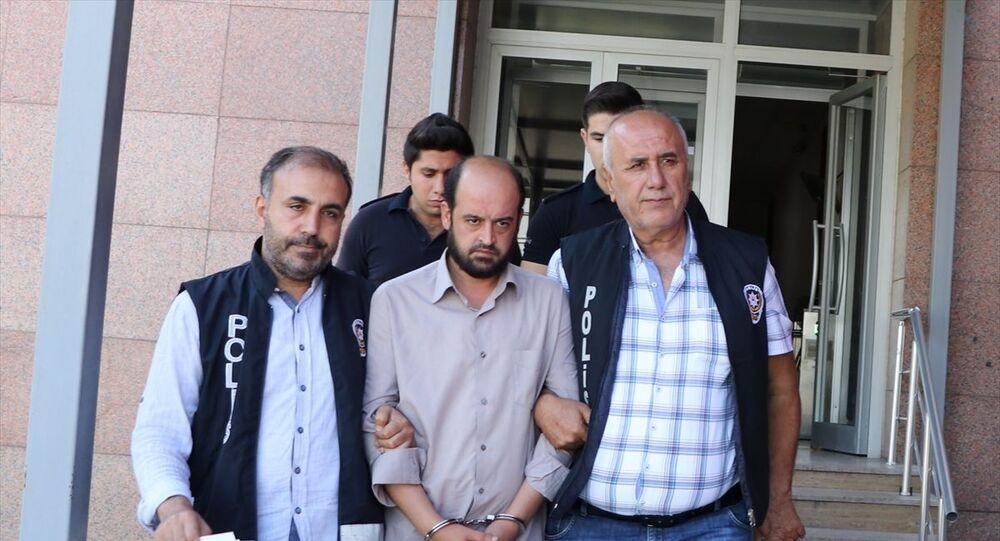 Gaziantep'te doğumdan sonra hastane yatağında, boşanma aşamasındaki eşi tarafından bıçaklanan 3 çocuk annesi kadın tedavi altına alındı. Olaydan sonra hastane görevlileri tarafından yakalanarak polise teslim edilen A.Y, çıkarıldığı nöbetçi hakimlikçe tutuklandı.