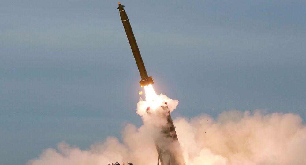 Kuzey Kore, yeni 'süper büyük' çoklu füze fırlatma sistemini denedi