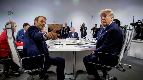 French President Emmanuel Macron and President Donald Trump participate in a G-7 Working Session on the Global Economy, Foreign Policy, and Security Affairs the G-7 summit in Biarritz, France August 25, 2019. Andrew Harnik/Pool via REUTERS - Sputnik Türkiye