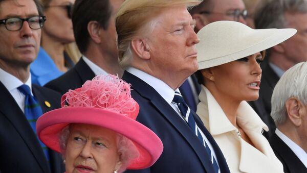 Kraliçe Elizabeth, Donald Trump ve Melania Trump D-Day'in 75. yıldönümü törenlerinde - Sputnik Türkiye