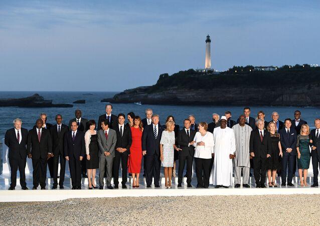 Biarritz'de G7 aile fotoğrafı